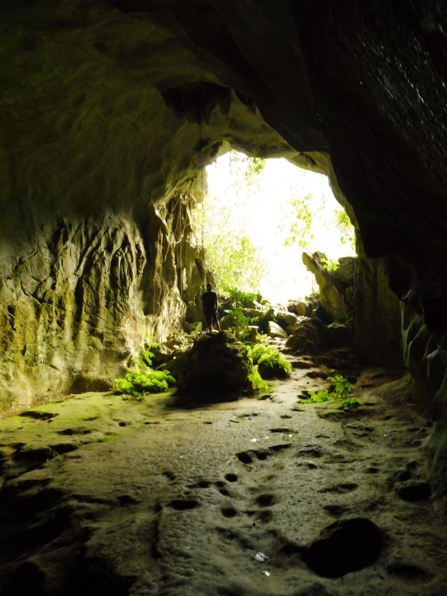 Mi escultural figura al trasluz de la cueva
